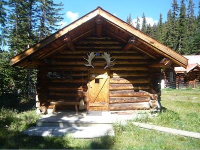 Raven Cabin Bunkhouse, front facade